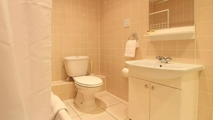 108-three-colt-street-bathroom1-1en-suite