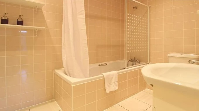 108-three-colt-street-bathroom1-en-suite
