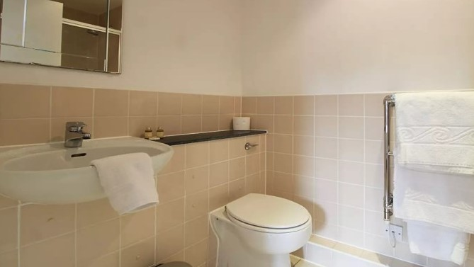 108-three-colt-street-bathroom2-en-suite