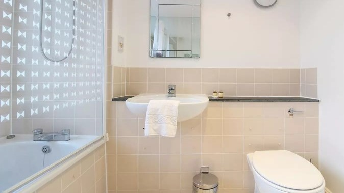 108-three-colt-street-bathroom3-2en-suite